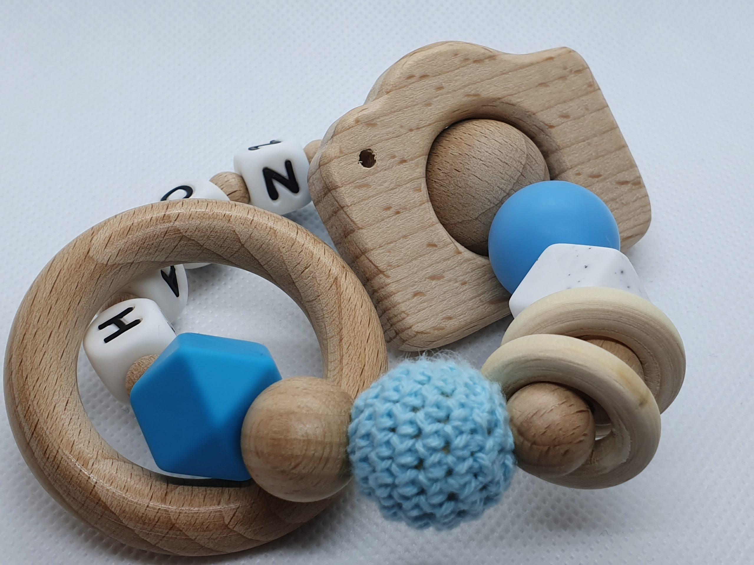 leuke baby cadeaus-kraamcadeaus-baby cadeau jongen-bijtring met naam camera-bijtring hout-persoonlijk baby cadeau-Wood & Fun